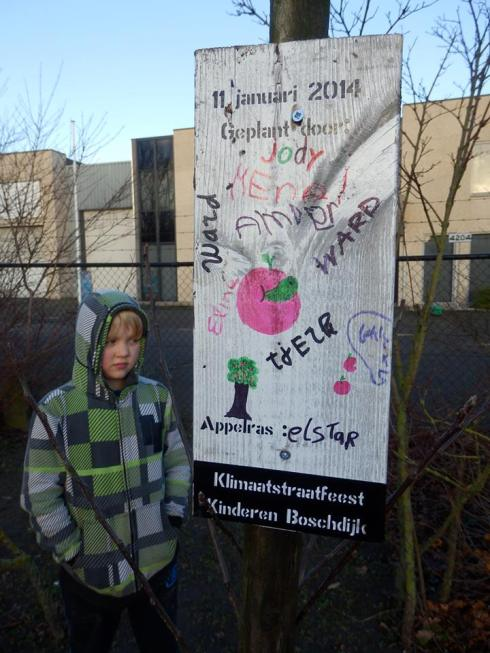 """Namen en initiatieven verbinden zich blijvend aan """"onze appelboom"""""""