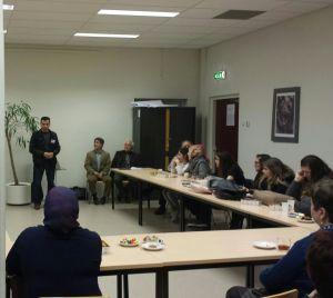 De leraar van de Turkse school, Mohammed, kwam aan het woord om dankbaarheid te uiten voor de verbinding